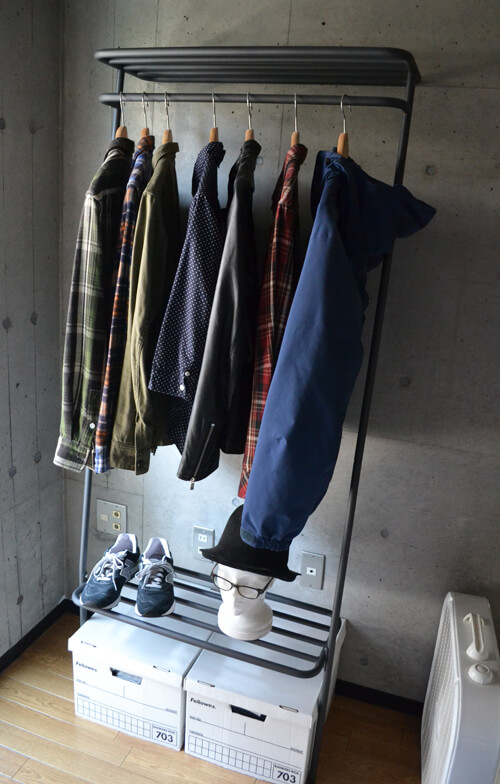 洋服をディスプレイ感覚で収納できるDUENDEのWALL HANGER!