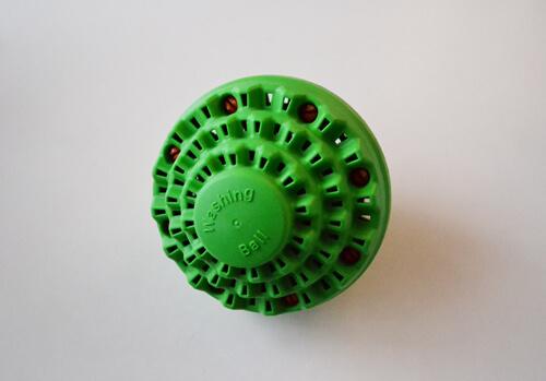 洗剤をいつもの20%の量で洗濯する事ができる「ECO WASH BALL」!