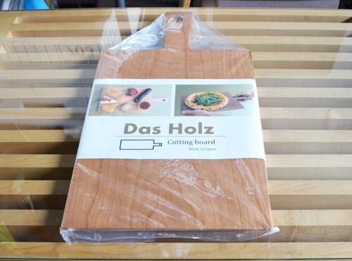 一枚板で作られた取っ手付きのおしゃれすぎるDas Holzのカッティングボード!