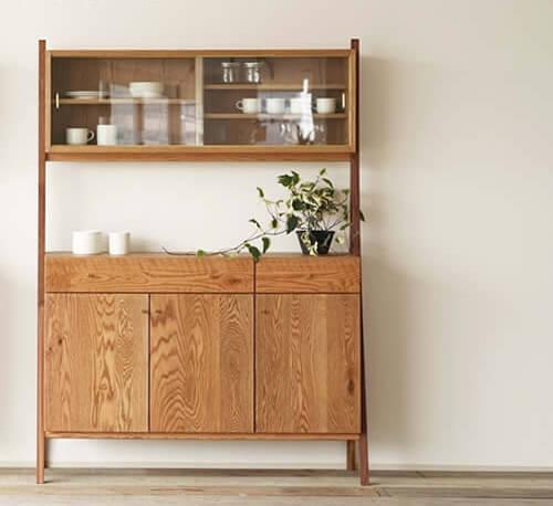 おしゃれなデザインの食器棚10選。かわいい木製のカップボードもおすすめ