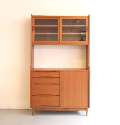 食器棚やカップボードの扉のタイプ