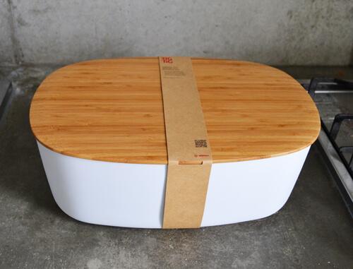 パンやお菓子などの食品をスタイリッシュに収納できるリグティグのブレッドボックス