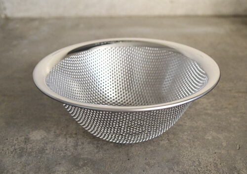 sori-yanagi-sieve-bowl