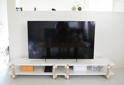 スチールと木材の組み合わせがおしゃれなデュエンデのテレビボード「TRE TV BOARD」