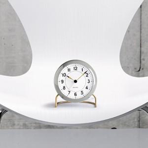 アルネ・ヤコブセンのテーブルクロック「STATION」の2017年限定カラー、ライトグレーが登場