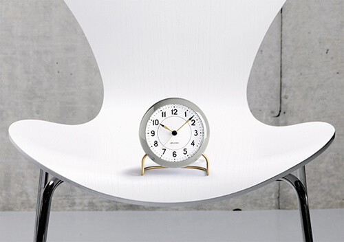 arne-jacobsen-table-clock-station-light-gray