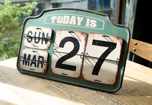 おしゃれなデザインの万年カレンダー17選。インテリアに馴染む木製もおすすめ
