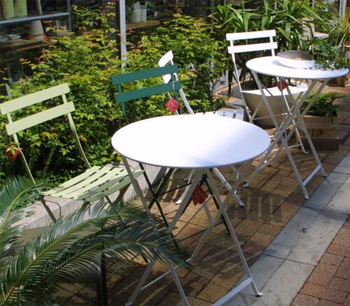 おしゃれなガーデンテーブル7選。折りたたみや木製もおすすめ