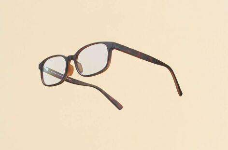 ジャスパー・モリソンとJINSのコラボ。メガネやPCメガネを発売