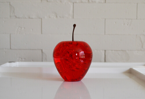 apple-acrylic-paper-weight3