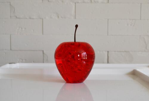 気泡が美しいりんごのペーパーウェイト「APPLE ACRYLIC PAPER WEIGHT」