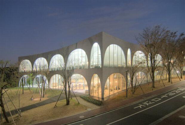 建築家の伊東豊雄の建築作品14選。代表作のせんだいメディアテークやシルバーハットなど
