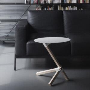 おしゃれなサイドテーブルのおすすめ13選。かわいい木製からシンプルなデザインまで