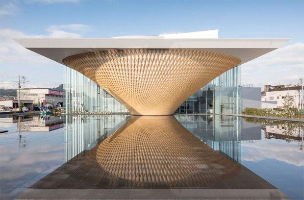 建築家の坂茂の建築作品12選。代表作のポンピドー・センター・メスなど