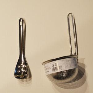 シンプルなデザインのambai+のパンチング味噌こしが便利でおすすめ