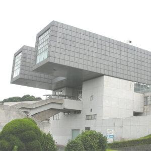 建築家の磯崎新の建築作品11選。代表作の大分県立大分図書館など