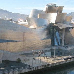 建築家のフランク・ゲーリーの建築作品11選。代表作の自邸やグッゲンハイム美術館など