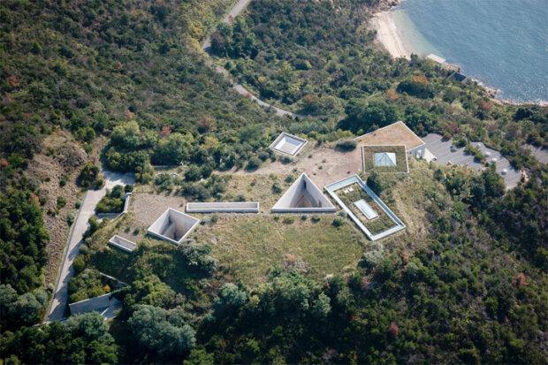 直島にある建築家の安藤忠雄の建築作品5選。地中美術館やベネッセハウスなど