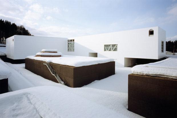建築家の青木淳の建築作品11選。代表作の青森県立美術館やルイ・ヴィトンなど