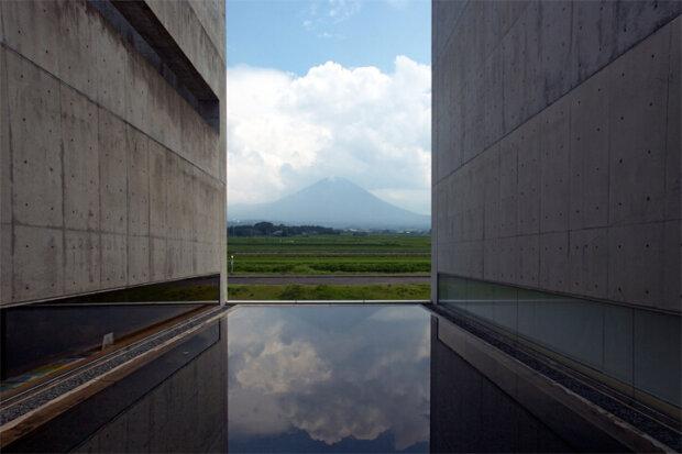 建築家の高松伸の建築作品10選。代表作のキリンプラザ大阪や植田正治写真美術館など