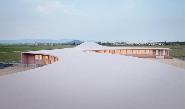 建築家の藤村龍至の建築作品10選。代表作のすばる保育園やBUILDING Kなど