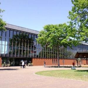 有名建築家が設計した日本国内にある美しい駅舎13選。岩見沢駅や女川駅など