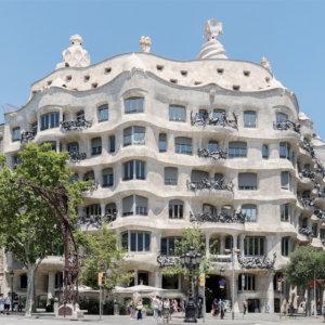 建築家のアントニ・ガウディの建築作品7選。代表作のサグラダ・ファミリアやカサ・ミラなど