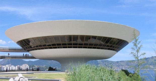建築家のオスカー・ニーマイヤーの建築作品7選。代表作のニテロイ現代美術館やブラジリア大聖堂など